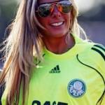 Adriane Galisteu apresenta nova camisa do Palmeiras