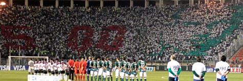 Torcida homenageia Marcos pelo 500 jogos pelo Palmeiras com mosaico (Foto: Ag. Estado)