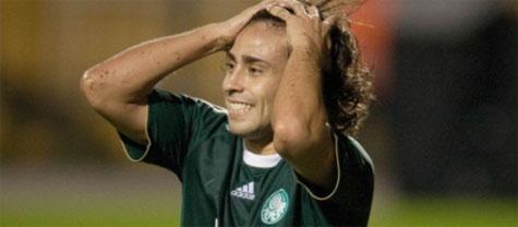 Valdivia brilha e Palmeiras goleia o Avai no Pacaembu