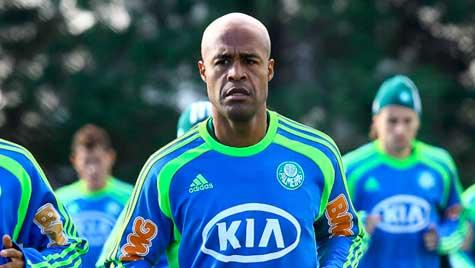 Renovacao de Marcos Assuncao emperra e Palmeiras pode ficar sem o capitao em 2013