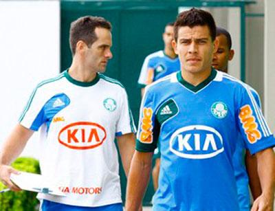 Lateral Ayrton assina contrato por tres anos com o Palmeiras e sera apresentado nessa quarta feira