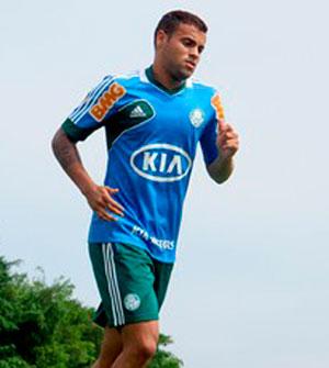 Lateral-Direito Weldinho veste a camisa do Palmeiras e ja comeca a treinar no campo