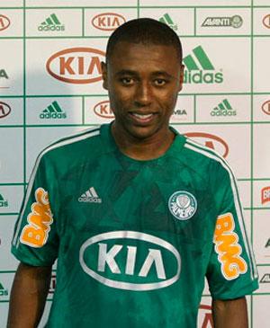 Palmeiras recebe mais um reforco o zagueiro Andre Luiz
