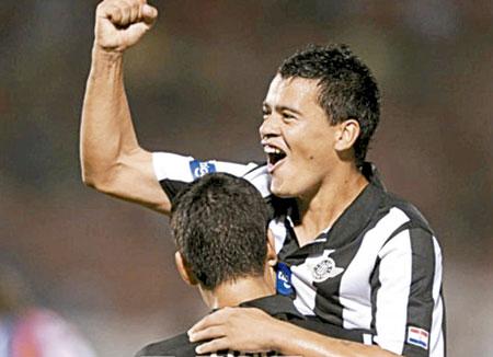 Diretor Jose Carlos Brunoro vai atras de reforco no Libertad para o Palmeiras