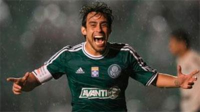 Palmeiras vence o Figueirense com gol de Valdívia e vira o lider da Série B do Brasileirão 2013