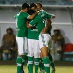 Palmeiras goleia o Figueirense mesmo em gramado ruim e fica isolado no Campeonato da Série B