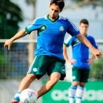 Valdivia volta a treinar e pode ser escalado no jogo de decisão no sabado contra São Caetano