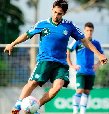 Valdivia volta treinar e pode ser escalado no jogo de decisao de sabado contra Sao Caetano