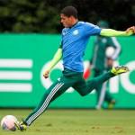 Grêmio aumenta o valor da negociação e o Palmeiras pode ficar sem o Leandro
