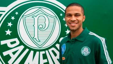 Serginho que se firmar como lateral no Palmeiras e se inspira em Jorge Henrique