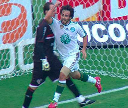 Palmeiras continua invicto vencendo o Sao Paulo 2X0 no Campeonato Paulista