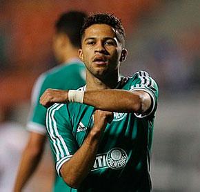 Palmeiras pretende renovar o contrato com o meia Serginho do Oeste