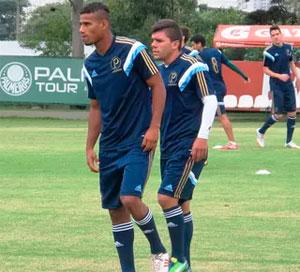 Palmeiras promove zagueiro e atacante da base para reforcar o elenco
