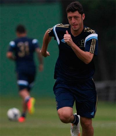 Felipe Menezes aceita ser o reserva de Valdivia