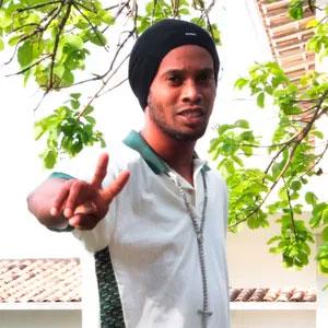 Palmeiras faz oferta para contratação de Ronaldinho