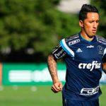 Lucas Barrios chega no Brasil e já treina no Palmeiras