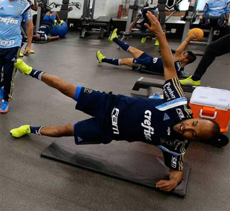 Alecsandro vê a obrigação de vitória por vaga nessa quarta feira pelo Brasileirão 2015