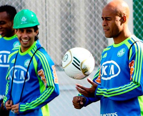Marcos Assunção revela que brigou com Valdivia antes da partida que rebaixou o Palmeiras pra 2° Divisão