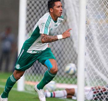 Palmeiras goleia o Fluminense no Maracanã e decola no G4 Brasileirão 2015