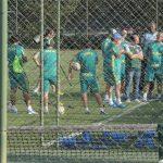 Tecnico reuni os jogadores do Palmeiras para uma reunião